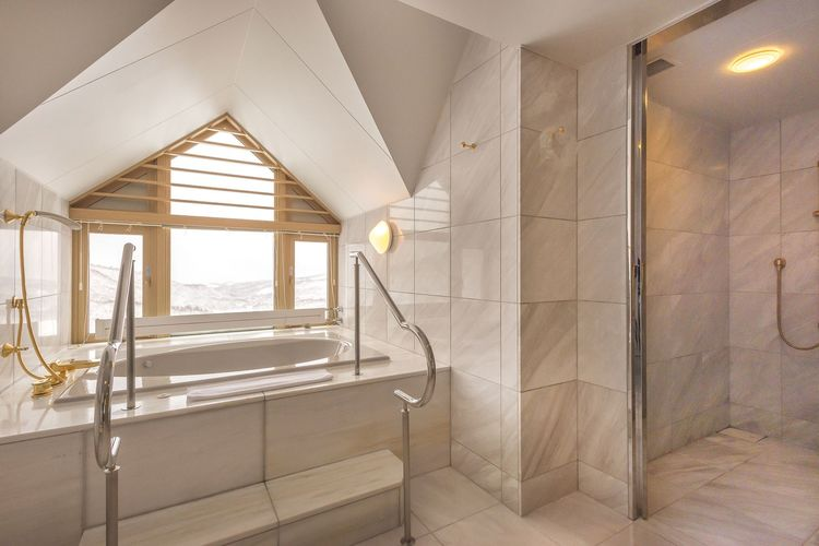 Mountain Suite_bath room